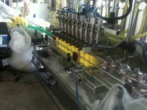 plnící stroj automatických pístových potápěčských trysek